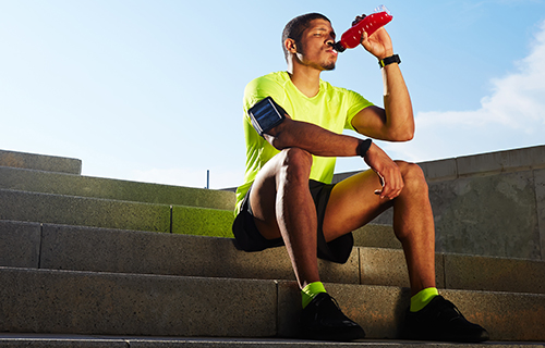 Runner drinking an energy drink fortified with Barentz Vitamin Energy premix